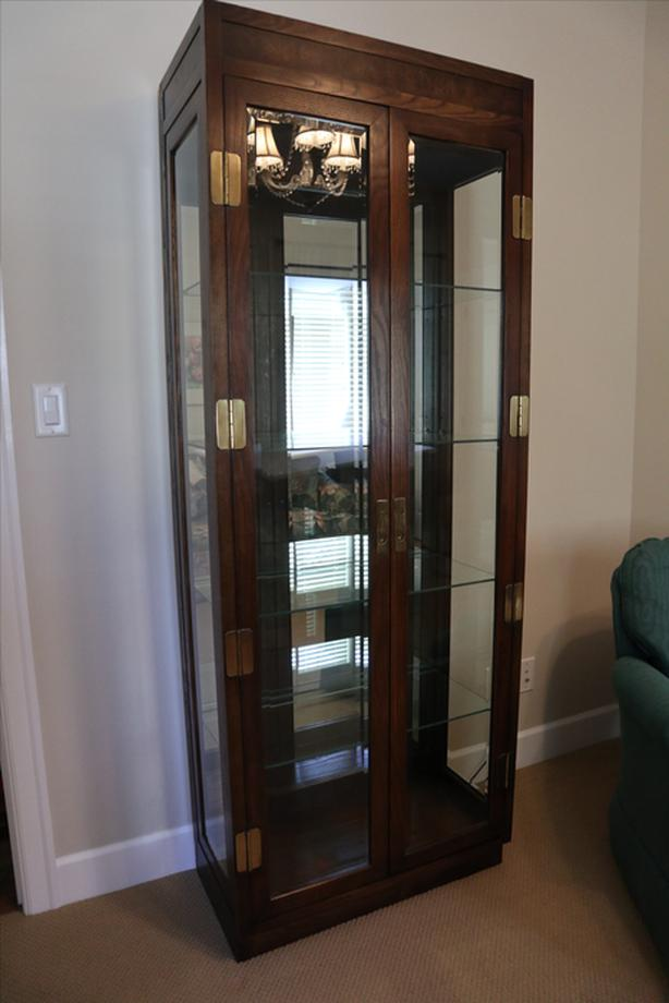GLASS AND WOOD DISPLAY CABINET IN PERFECT CONDITION