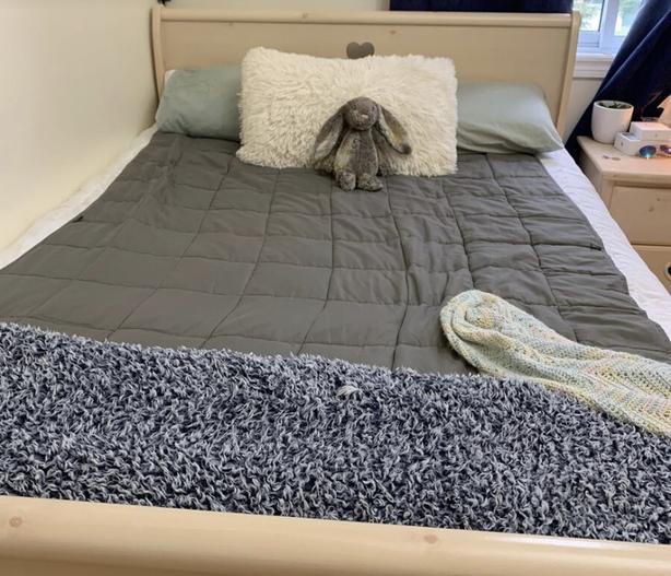 Girls beige wood bedroom set