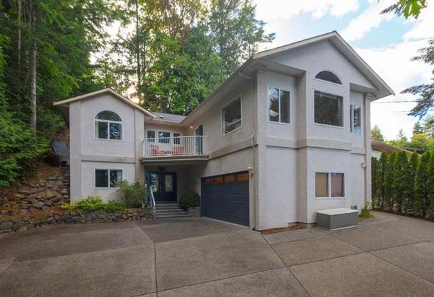 Luxury West Coast Homes With Acreages Under $1,000,000