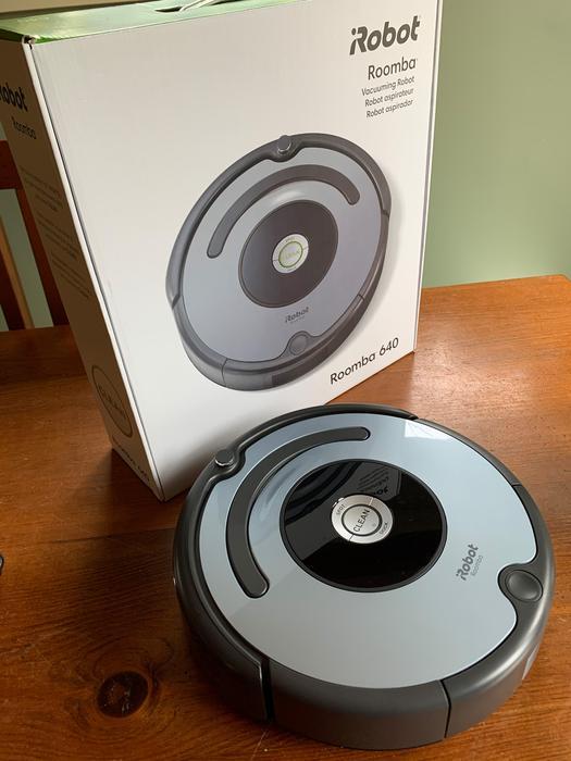 iRobot Roomba 640 Vacuum - LIKE NEW Oak Bay, Victoria - MOBILE