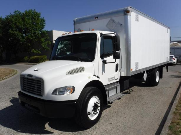 2010 Freightliner M2 106 20 Foot Cube Van Diesel with Air Brakes and Power Tailg