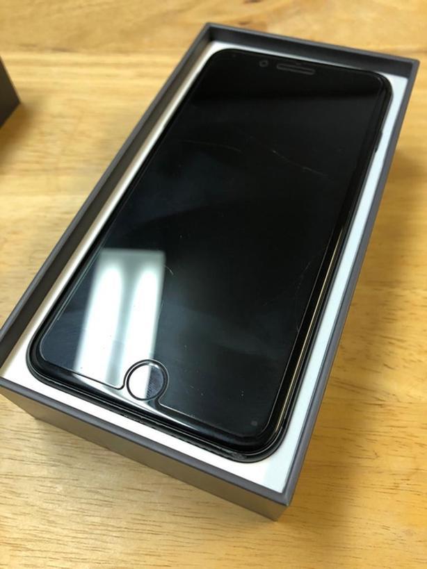 *MINT* Unlocked iPhone 8 Plus 64gb