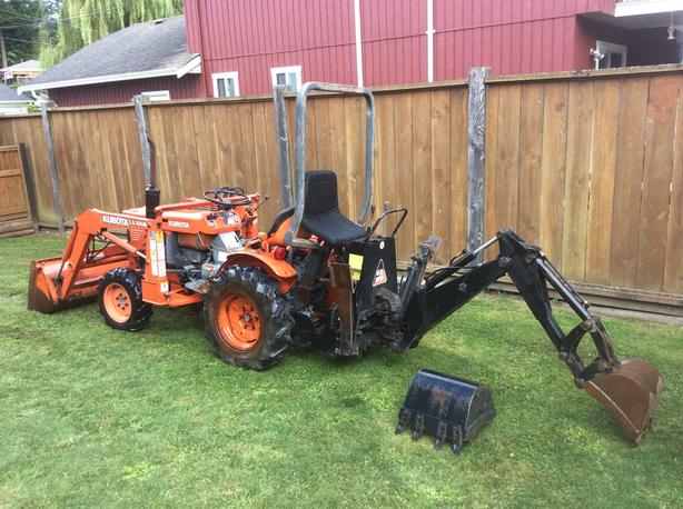 1994 Kubota B7100 4x4 HST with backhoe
