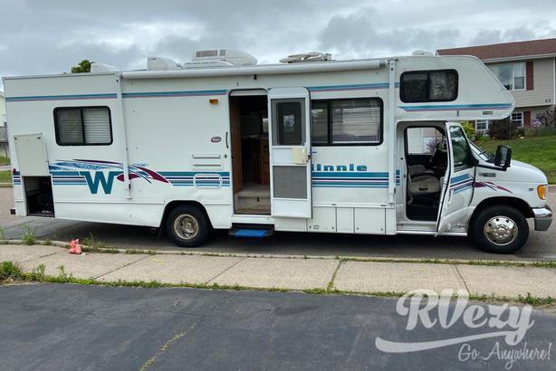Minnie Winnie (Rent  RVs, Motorhomes, Trailers & Camper vans)