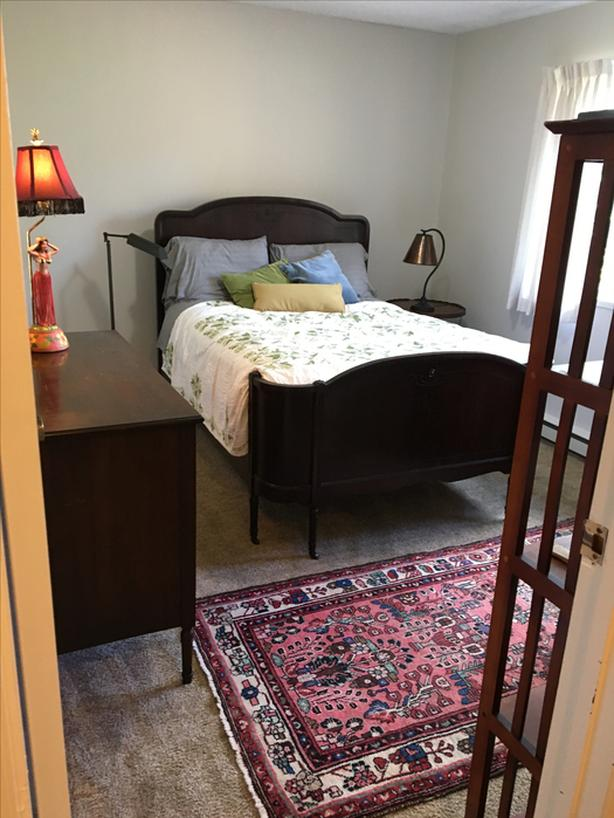 Furnished room in townhouse near The Gorge