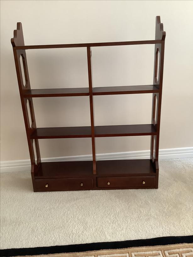 Wall mounted shelf unit