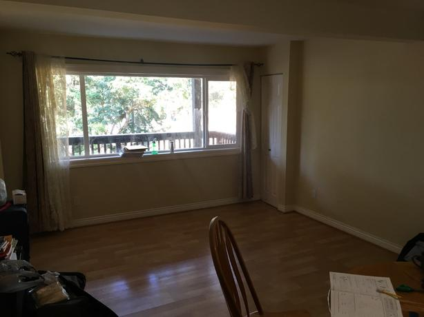 2-Bedroom Ground Level Suit, Close to UVIC  October 1