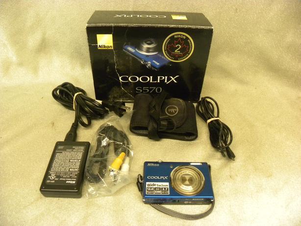 #I-14022 Nikon Coolpix S570 12mp Digital camera