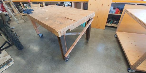 Work Bench w locking casters