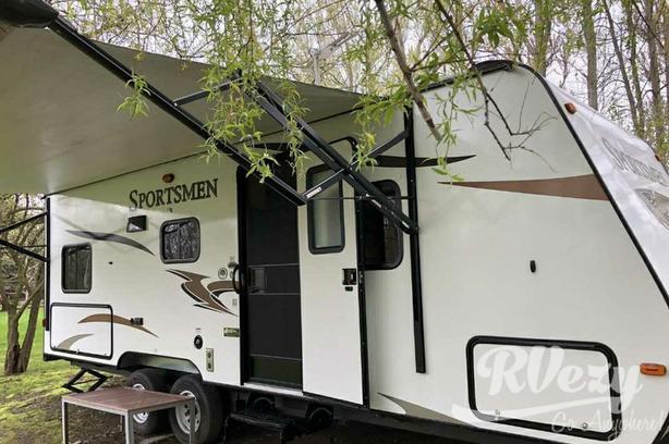 242 (Rent  RVs, Motorhomes, Trailers & Camper vans)