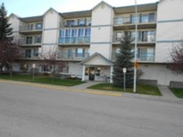 Beautiful West Facing Condo w/ Mountain Views for Sale