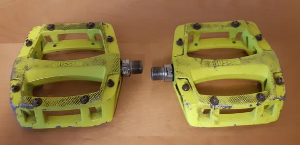 Gusset Flat Pedals