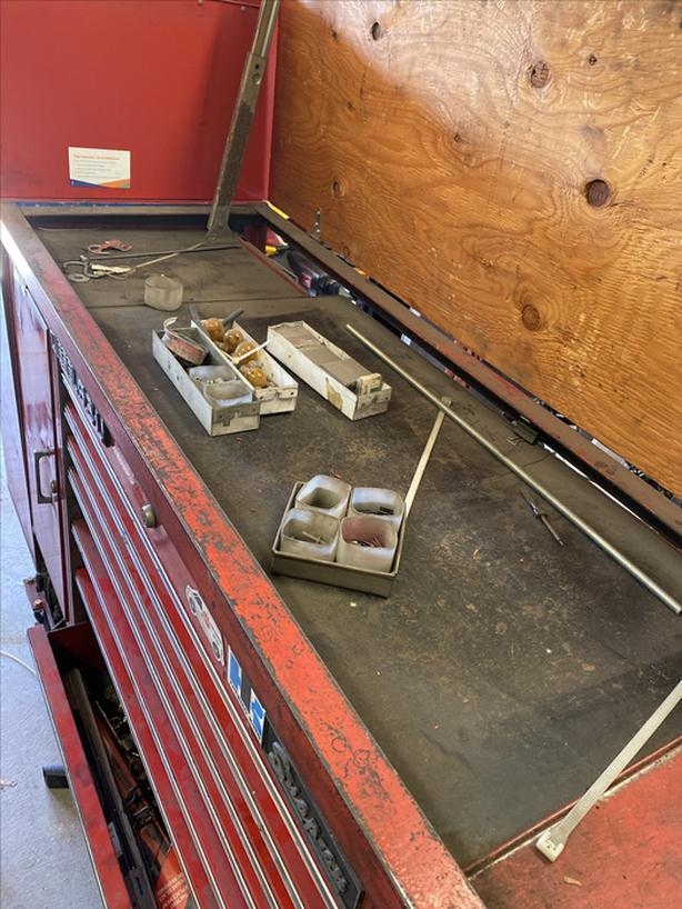 Snap on roller cabinet
