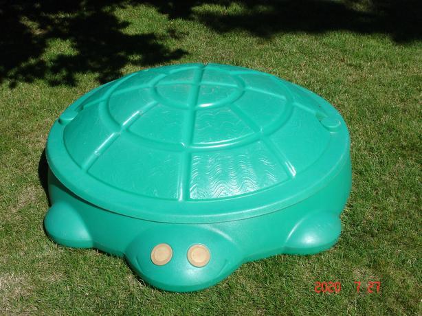 Water play or sandbox