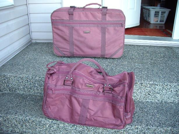 SUITCASE AND TOTE GREAT CONDITION