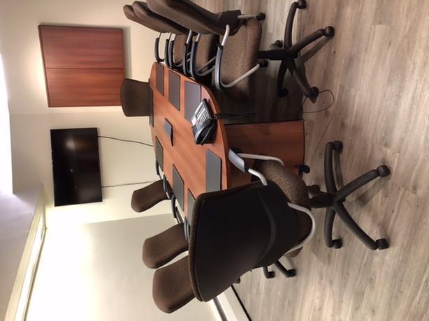 Pristine condition pre-owned office furniture