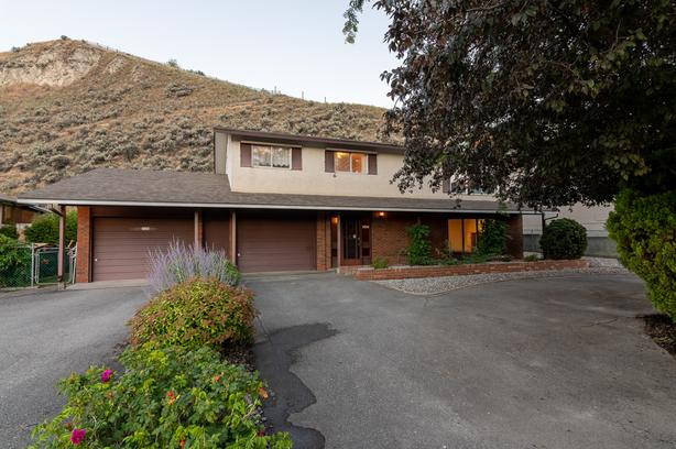 Desirable neighbourhood in South Penticton minutes from the lake!