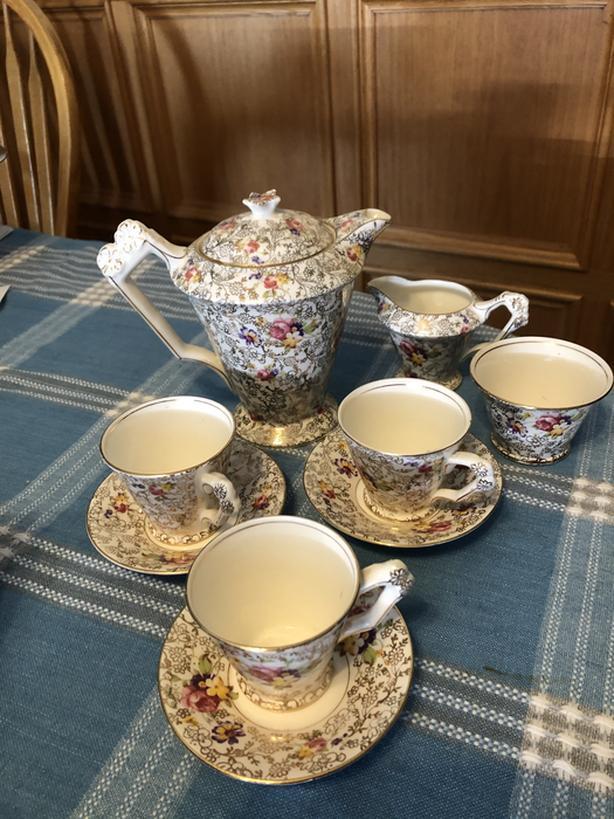 Fenton tea set - pearl delight