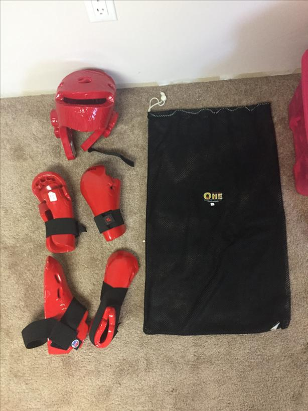 Medium Kung-Fu combat gear.