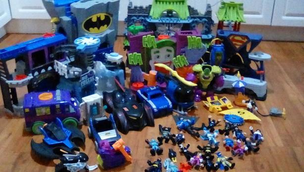 Big lot of Batman imaginext toys.