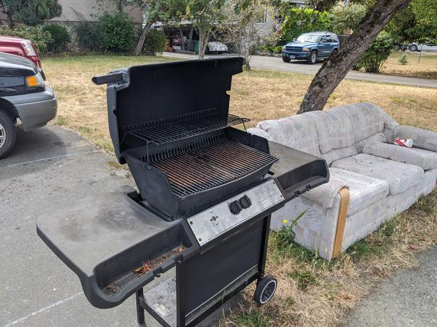 Free BBQ works just needs grate cleaned