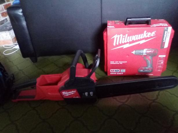 "reg $600 Unused 16""milwaukee chainsaw. Reg 600"