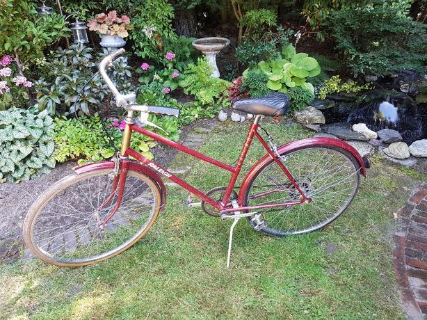 Classic Raleigh English bike!