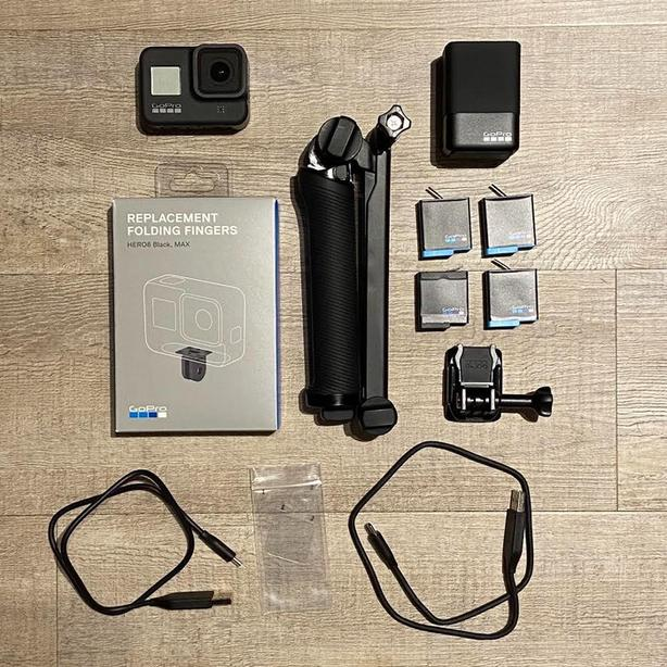 Go Pro Hero 8 Black + batteries and other accessories