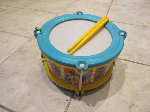 Toy Drum set