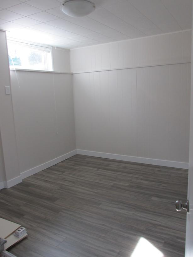 2Bd Renovated Suite - 800 sq ft close to down town, parking