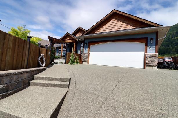 Stunning home in Lake Cowichan!!!