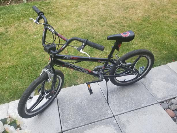 Razor Agitator BMX Bike