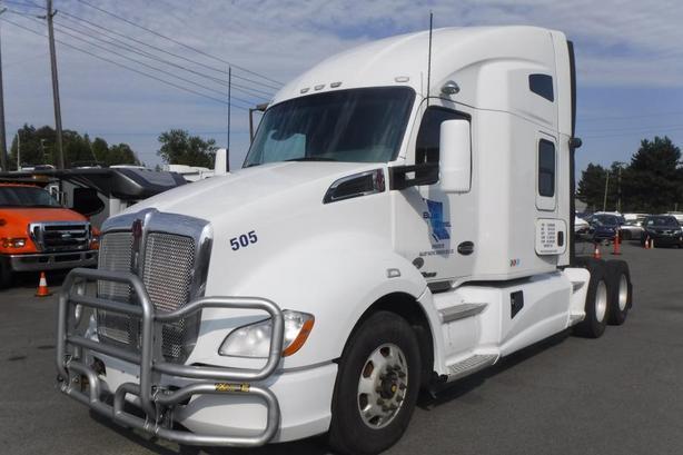 2016 Kenworth T680 Highway Tractor Sleeper Cab Diesel