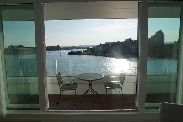 Furnished Downtown Waterfront Apartment for Rent