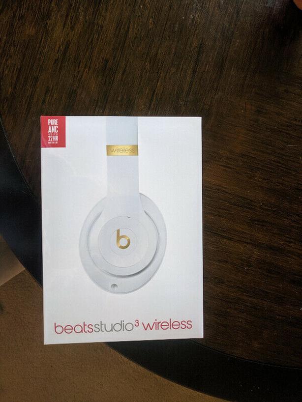 (New) Beats Studio3 Wireless Over‑Ear Headphones - White