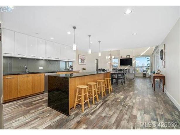 Luxury Colwood Condo Available Sept 1