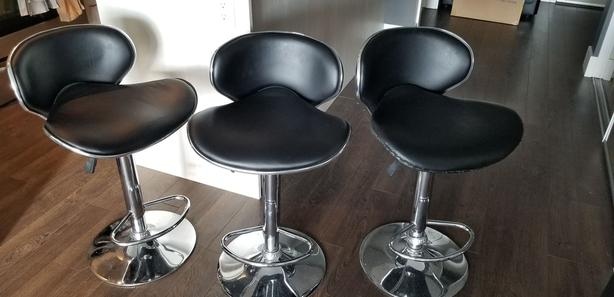 3 Barstools in Medium Condition