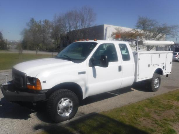 2001 Ford F-350 SD XL SuperCab V10 Dually Manual Service Truck With Power Tailga