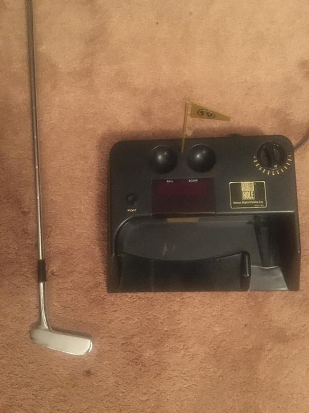 Electric Ball Return  Putting System, balls and putter