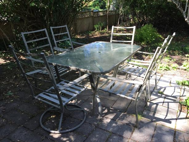 for set of Patio furniture - 1 table with 6 chairs (2 swivel)
