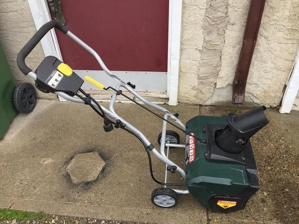 "YARDWORKS 20"" ELECTRIC SNOWTHROWER"