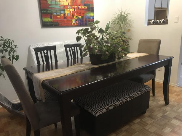 Extendable dinning room table made of real wood