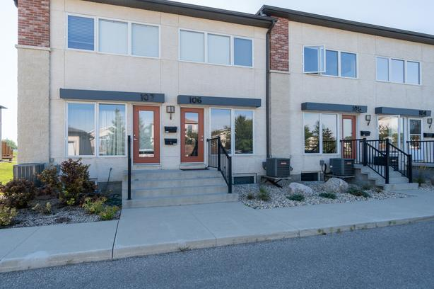 Beautiful Townhouse in Mission Gardens - Jennifer Queen