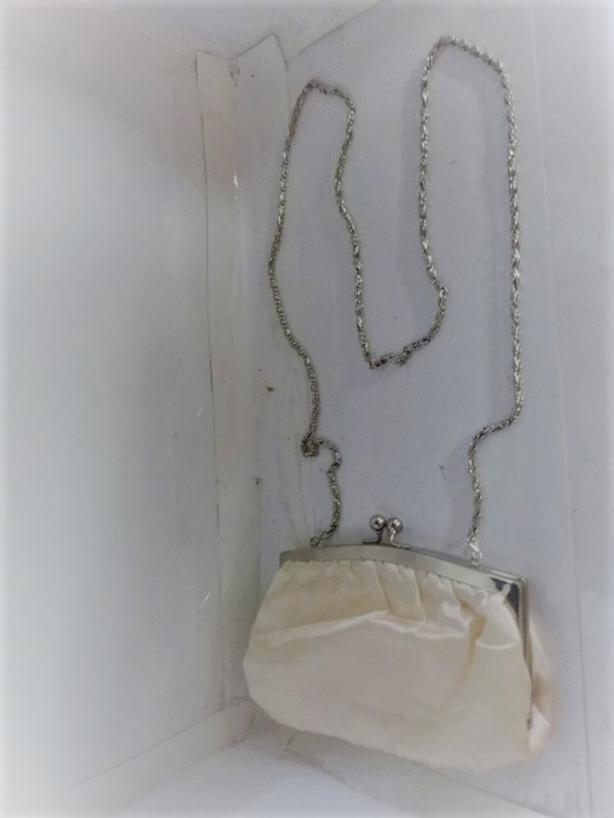 WHITE SATIN EVENING PURSE WITH SILVER CHAIN