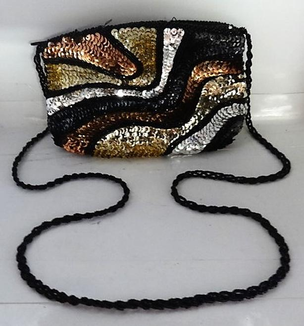 SEQUINED EVENING BAG WITH VERY INTERESTING CHAIN