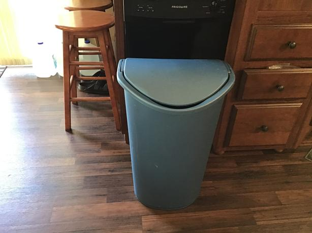Sterilite garbage can