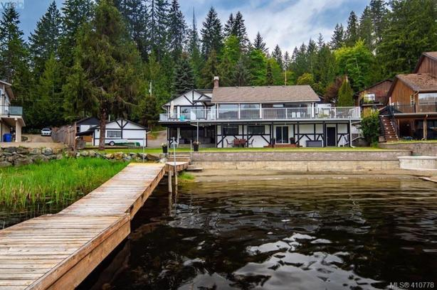 Shawnigan Lake Staycation! Newly renovated lakefront suite!