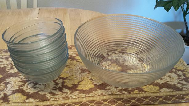 Large Glass Salad Dessert Bowl and 6 Serving Bowls - as new condition REDUCED
