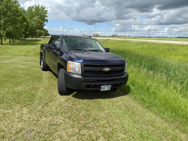 2009 Chev Silverado Crew Cab 4 X 4 with 4.8 L with Safety