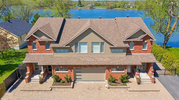 DOUBLE  side-by-side property UPSCALE along the Richelieu
